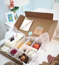 Desayuno sorpresa a domicilio por San Valentín Ideas Desayunos, Picnic Snacks, Romantic Things, Bariatric Recipes, Unique Birthday Gifts, Aesthetic Food, Food Gifts, Love Is Sweet, Gift Baskets