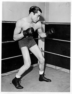 One of the toughest fighters ever, Barney Ross, was born #OnThisDay in 1909 http://www.boxingnewsonline.net/on-this-day-one-of-the-toughest-fighters-ever-barney-ross-was-born-in-1909/ #boxing