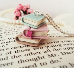 Bücher mit pastellfarbenen Covers