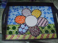 Bandeja de mosaico estilo Romero Brito
