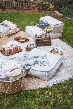 Picnic Decoration Ideas Elegant Our Inaugural Outdoor Movie Night Backyard Movie Nights, Outdoor Movie Nights, Outdoor Movie Party, Backyard Movie Party, Outdoor Parties, Backyard Parties, Backyard Ideas, Outdoor Decorations For Party, Picnic Parties