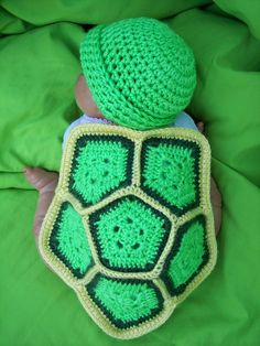Crochet baby turtle photo prop free pattern - not in love with the colors but that's easily changed