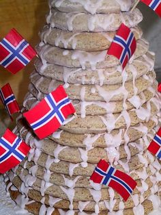 This step-by-step guide illustrates how to make a delicious Kransekake, the Norwegian almond ring cake. The towering cake is used for major celebrations. Norwegian Wedding, Norwegian Food, Norwegian Recipes, Norwegian Cuisine, Swedish Cuisine, Danish Cuisine, Swedish Dishes, European Cuisine, Danish Food