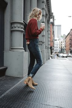 Loving these High Rise- Lorena Wash jeans! Perfect comfort jeans for this busy travel season. I like to pair mine with the Mirium Mule for both cute and comfort @livefashionable
