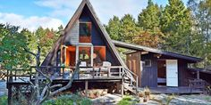 Sjekk denne fete 50 år gamle hytta i Sandefjord A Frame Cabin, Home Fashion, Tiny House, House Styles, Inspiration, Cabins, Home Decor, Homemade Home Decor, Biblical Inspiration