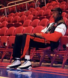 Air Jordan IX --Colorway: White/Black/True Red --With Michael Jordan's sudden retirement just before the season, the Air Jordan 9 was the first signature sneaker Jordan hadn't worn during a regular-season game. Jordan 23, Jeffrey Jordan, Michael Jordan Basketball, Jordan Shoes, Basketball Pictures, Love And Basketball, Basketball Shoes, Basketball Stuff, Nba Players