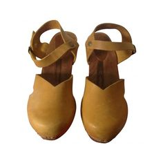 Pre-owned SANITA Yellow Leather Mules Clogs ($125) ❤ liked on Polyvore featuring shoes, clogs, sanita, sanita footwear, yellow shoes, clog shoes y real leather shoes