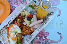 Τα 10+3 καλύτερα brunch της Αθήνας - www.olivemagazine.gr Modern Restaurant, Restaurant Bar, Fresh Rolls, Brunch, Greek, Breakfast, Ethnic Recipes, Food, Morning Coffee