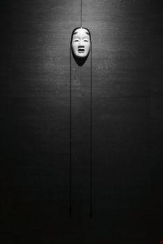 Exquisite Black and White Photography — Smashing Magazine Mono Japan, Japanese Noh Mask, Noh Theatre, Samurai, Turning Japanese, Monochrom, Nihon, Kintsugi, Maneki Neko