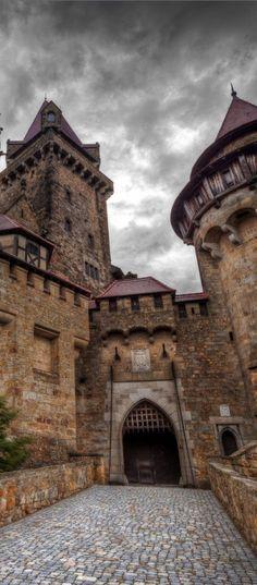 Castle Kreuzenstein, Austria photo via edain33