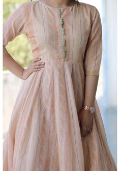 Simple Kurta Designs, Stylish Dress Designs, Kurta Designs Women, Pakistani Dresses Casual, Indian Gowns Dresses, Pakistani Dress Design, Sleeves Designs For Dresses, Dress Neck Designs, Long Dress Design
