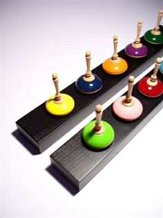 great way to house & display spin top collection :) Wood Turning Projects, Wood Projects, Craft Stall Display, Craft Stalls, How To Make Toys, Spinning Top, Wooden Tops, Novelty Items, Wood Lathe