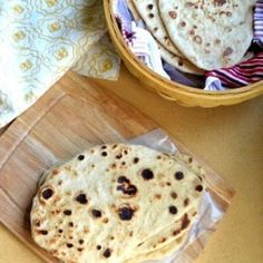 N aan is a leavened Indian flat bread which is traditionally made in Tandoor oven in different flavors such as garlic and herbs. Tandoor Oven, Indian Flat Bread, Mouth Watering Food, Everyday Food, How To Make Bread, Naan, Bread Baking, Healthy Desserts, I Love Food