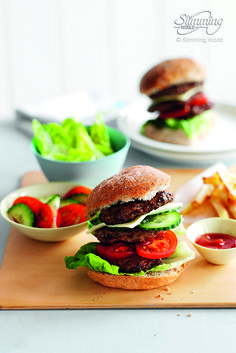 Burger with french fries and ketchup – Licencje do zdjęć Slimming World Burgers, Slimming World Menu, Slimming World Recipes, Slimming Word, Clean Recipes, New Recipes, Cooking Recipes, Healthy Recipes, Healthy Meals
