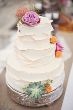 Country Wedding Cake... I like the smallness and how simple it is... might add some things to make it more ocean themed.