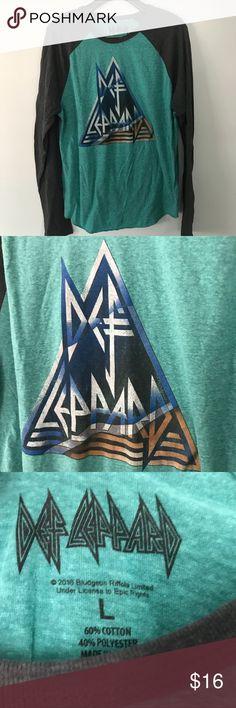 Def Leppard t shirt Large men's EUC Smoke and pet free home. Bundle discount 20% Def Leppard Shirts Tees - Long Sleeve
