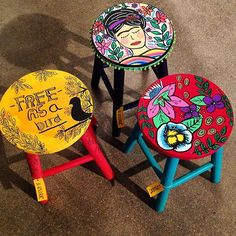 Side table or vanity stool Hand Painted Chairs, Painted Stools, Funky Painted Furniture, Refurbished Furniture, Paint Furniture, Furniture Makeover, Diy Bar Stools, Creation Deco, Diy Painting