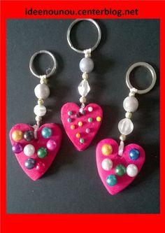 Bonjour, voici nos portes clés pour les Mamans. Avec un emporte pièce en forme de coeur et de la pâte auto durcissante (ou fimo ou wepam) nous avons fabriqué les coeurs. Les enfants ont ensuite piqué ...