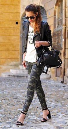 Ideas de outfits estilo camuflajeado Camo Leggings Outfit, How To Wear Leggings, Camo Outfits, Legging Outfits, Joggers Outfit, Camping Outfits, Camo Fashion, Military Fashion, Fashion Outfits