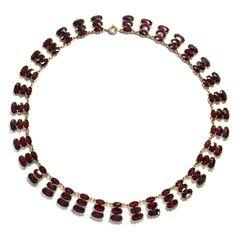 Objekt der Begierde - Elegantes Collier aus böhmischen Granaten, um 1960 von Hofer Antikschmuck aus Berlin // #hoferantikschmuck #antik #schmuck #antique #jewellery #jewelry