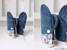 Еще один повод не выбрасывать старые джинсы - сшить из них отличные прихватки для кухни.   OK.RU Kitchen Gloves, Diy Pillows, Pot Holders, Farmer, Slippers, Couture, Sewing, How To Make, Shoes