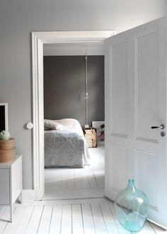 Parquet Blanc, White floor in wood at home / Parquet peint : toutes nos inspirations pour peindre un parquet - Marie Claire Maison