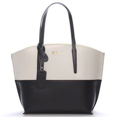 #kabelka #kůže Luxusní dámska kožená kabelka v černo-krémové barvě Delami s nadčasovým a zároveň trendy designem. Do kabelky se dostanete přes zip a uvnitř na vás čeká otevřený prostor s postranními kapsičkami.