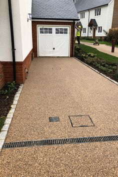 Resin gravel driveway for new Berkeley home Horsham