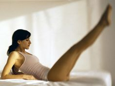 Many Pilates exercises can be adapted for those who want or need to exercise in bed. Here Pilates instructor Siri Galliano teaches 5 Pilates exercises that can be done in bed. Fitness Diet, Yoga Fitness, Fitness Motivation, Fitness Routines, Bed Workout, Pilates Workout, Easy Workouts, At Home Workouts, Pilates Instructor