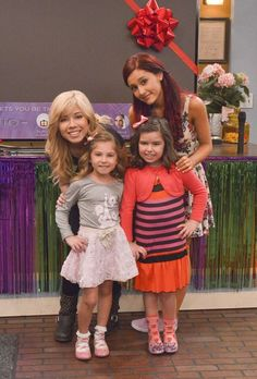 ariana grande sam and cat photos Ariana Grande Cat, Ariana Grande Pictures, Sam And Cat, Icarly And Victorious, Cinderella Story, Jenette Mccurdy, The Thundermans, Cat Valentine Victorious, I Love You Girl