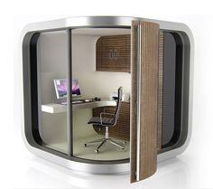自宅の庭に「ミニ書斎」が作れる!組み立て式の【OfficePOD】 電源や机・収納、照明やエアコンなど、部屋に必要な機能は一通り揃っているこのアイテム。趣味の世界に没頭するための書斎を欲しがっている人にもオススメですね。
