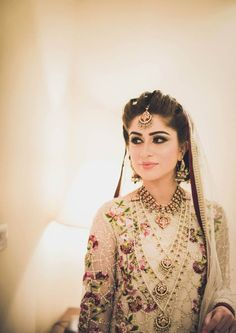 Things we like about Pakistan - Atif Aslam, Fawad Khan and Pakistani Brides. They have an effortless sense of style and their loose, open locks are different from all the bridal buns we see in India. Pakistani Makeup, Pakistani Bridal Wear, Pakistani Wedding Dresses, Desi Bride, Desi Wedding, Wedding Wear, Sikh Bride, Wedding Shot, Wedding Poses