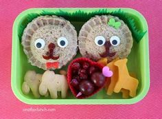 Don't know if I will ever get around to trying this but....Beautiful Bento box lunches for kids |