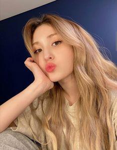 Korean Aesthetic, Aesthetic Indie, Aesthetic Themes, Cute Baby Girl, Cool Girl, Girl Hair Colors, Miss Girl, Jeon Somi, Ulzzang Korean Girl