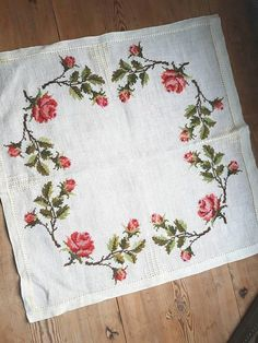Lovely floral embroidered tablecloth/doily in good condition, spotless. The size is: 21 x 21 The material is linen, cottonthread International shipping Contact me if you have questions Also offer combined shipping and refunding shipping overages Thank you for visit my vintage shop :)