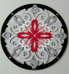 Mandala da Flor Rosa MDF Pintada a mão com PVA, decorada com pedraria e espelhos 56 cm de diâmetro VENDIDA!!