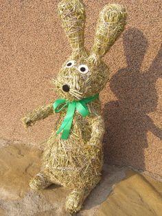 Velikonoční výrobky | Výrobky z přírodních materiálů Natural Materials, Easter Crafts, Origami, Reusable Tote Bags, Jar, Christmas Ornaments, Holiday Decor, Nature, Flowers