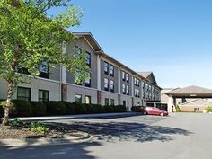 Boone (NC) Quality Inn and Suites University United States, North America Stop at Quality Inn and Suites University to discover the wonders of Boone (NC). The hotel offers guests a range of services and amenities designed to provide comfort and convenience. Service-minded staff will welcome and guide you at the Quality Inn and Suites University. Designed for comfort, selected guestrooms offer air conditioning, heating, alarm clock, television, satellite/cable TV to ensure a re...