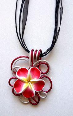 Collier fleur rouge