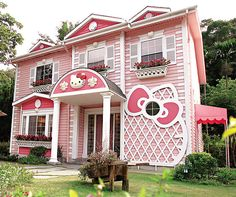 This Hello Kitty home is too much! That's what we call fully committing!