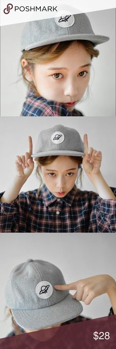 UFO Applique Baseball Cap A circular UFO applique makes all the cutesy difference to this wintry snapback. Wear with a plaid shirt for boyish street style. So cute   Material:Fleece Color:Gray Accessories Hats