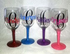personalized wine glasses   (I may try and make these for Christmas gifts!)  CAROLA