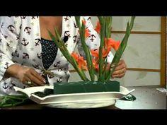 Living Arrangements with Nico De Swert: Designing with Color Tropical Flower Arrangements, Funeral Flower Arrangements, Funeral Flowers, Table Arrangements, Tropical Flowers, Deco Floral, Arte Floral, Floral Design, Flores Diy
