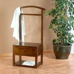 Galán de noche, hecho según las técnicas antiguas, 195 € Clothes Stand, Clothes Hanger, Home Projects, Projects To Try, Valet Stand, Inside Home, Home Bedroom, Woodworking Projects Plans, Wardrobe Rack