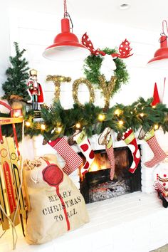 A wonderful Christmas Mantel! that is gorgeous for the holidays! Click for more…