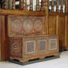 Certosina: It is a Renaissance Italian design that was elaborated inlay of bone, ivory, light-colored wood, metal and stylized.  The style was used for decorating boxes or tables.
