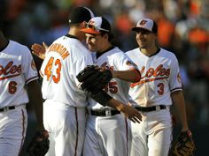 Orioles trade Valencia to Royals for Lough