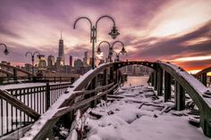 Gorgeous view of New York City by 2 Empire State Of Mind, Empire State Building, Cool Pictures, Cool Photos, Chrysler Building, Jersey City, Kochi, City Photography, City Girl