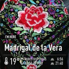 Manton de manila o tambien de mil coloes típico de los trajes regionales extremeños. Madrigal de la Vera, Caceres, Extremadura, Spain.