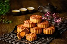 Mooncake Recipe, Pasta Vegetarianas, Festival Photography, Food Photography, Chinese Moon Cake, Cake Festival, Cake Cafe, Health Bar, Gastronomia